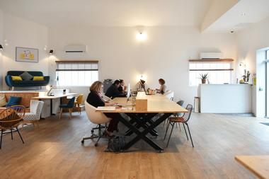 COWORK EN RÉ Open space.jpg