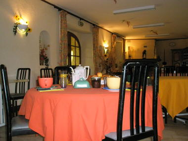 Salle à manger chambres Souquet.JPG