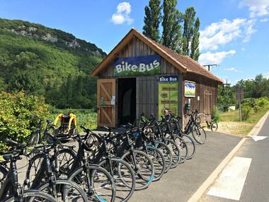 bike_bus_facade_0.jpg