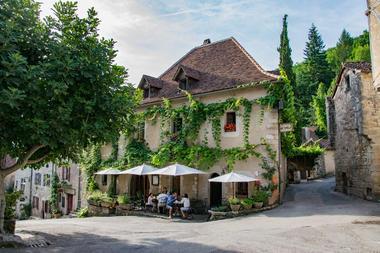 Façade de l'Hôtel-restaurant du Sombral © Lot Tourisme - C. Novello-2.jpg