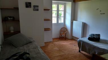 Combrand-gite-chez-papy-chambre2-sit.jpg
