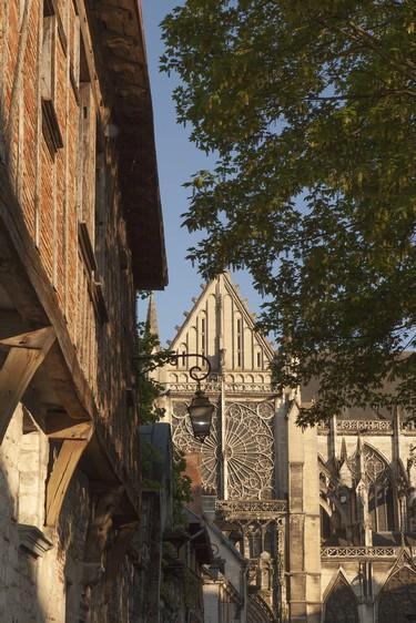 Cathédrale vue rue Mitantier © D. Le Névé - Troyes Champagne Tourisme