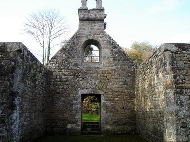 Vestiges chapelle de la Trinité - Lanvenegen - Pays roi Morvan - Morbihan Bretagne sud - CP OTPRM (139).JPG