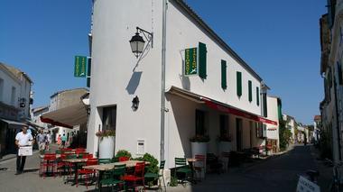 pizzeria-iledere-laflotte-Gabbiano-Vue-Immeuble.jpg