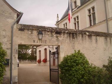 Mairie_de_Chambord,_Loir-et-Cher,_France.JPG
