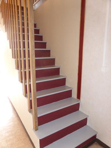 Escalier d'accès à l'étage.JPG