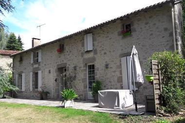 cirieres-chambres-dhotes-domaine-de-la-lorien-facade.jpg