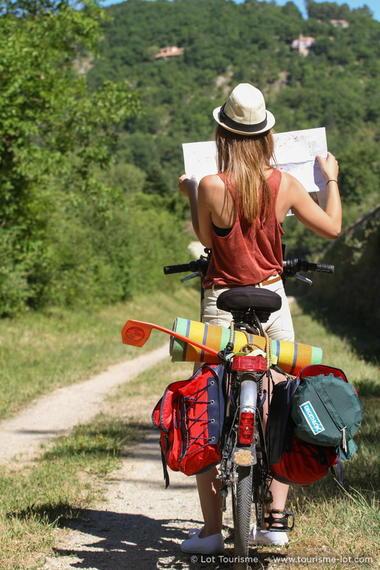 Sur la véloroute © Lot Tourisme - P. Foresti-Mediart360 150624-110040_533x800.jpg