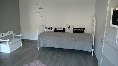 Combrand-gite-chez-papy-chambre5-sit.jpg