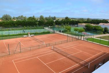 Loix_Tennis_Club__2_.JPG