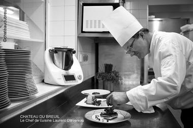 Chateau-du-Breuil---Cuisine-le-chef.jpg
