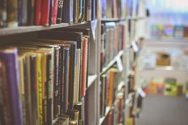 library-2607146_1920.jpg