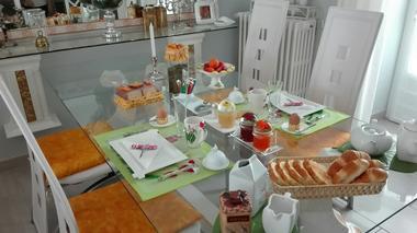 courlay-chambre-chez-rose-petit-dejeuner1.jpg