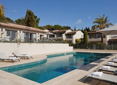 Hotel_avec_piscine_exterieure_Biot.jpg