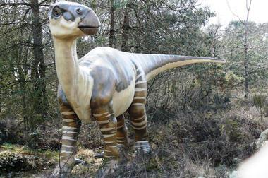 Iguanodon_Parc_Prehistoire_Malansac.jpg