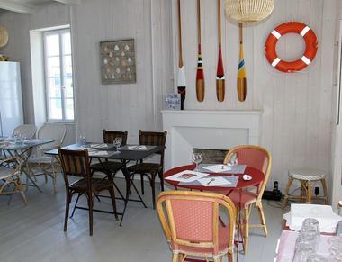 6Interieur-salle-les-huitrees-de-st-clement_opt.jpg