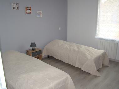 bressuire-la-chadronniere-gite2-chambre2-bis.jpg