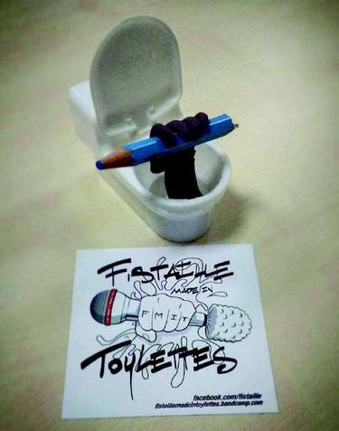 ©Fistailles made in toylettes