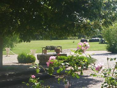 La-Levraudière,-détente-au-jardin.jpg