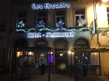 Valenciennes - Les Arcades - Hotel - Façade nuit - 2018.jpg