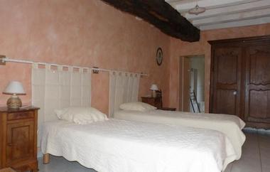 saint-amand-sur-sevre-gite-les-ecorcins-chambre4.jpg