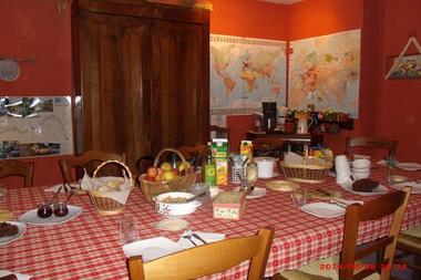 Harmonies-Chambres-d'hôtes-au-petit-déjeuner.jpg