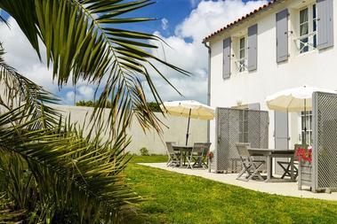 apparthotel-perledere-iledere-lacouarde-meuble-terrasse.jpg