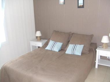 location-iledere-lepinparasol-chambre-litdouble-1.jpg