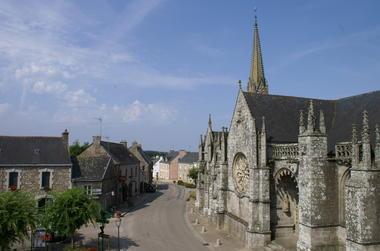Place  eglise Notre Dame - Kernascleden - Pays Roi Morvan - Morbihan Bretagne Sud - Credit photo Arno Le Moel.JPG
