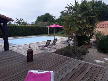montravers-gite-lolivier-du-bocage-piscine.jpg