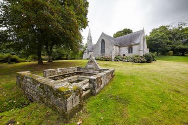 Chapelle et fontaine de St Urlo.jpg