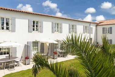 apparthotel-perledere-iledere-lacouarde-meuble-terrasse-2.jpg