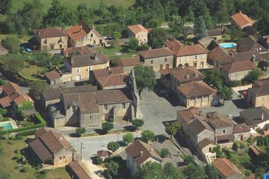 Vue aérienne de Montcabrier--Lot Tourisme-ECAV aviation-Michel Bernard.jpg