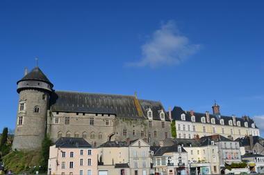 Vieux chateau + chateau neuf.JPG