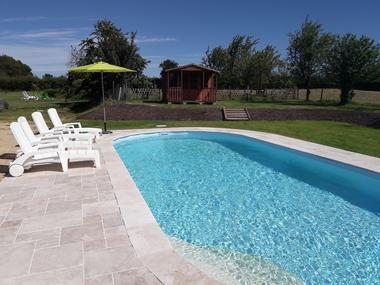 bressuire-la-chadronniere-piscine1.jpg