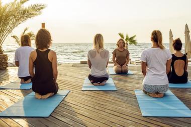 Yoga et respiration bord de mer.jpeg