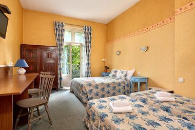11-Hotel-France-Guise-Blois-chambre-familiale-4-lits.jpg