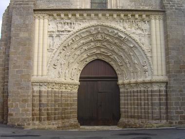 Le portail classé de l'Eglise St Gilles.jpg