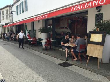 pizzeria-iledere-laflotte-Gabbiano-terrasse.JPG