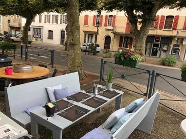 café du centre extérieur Maubourguet.jpg