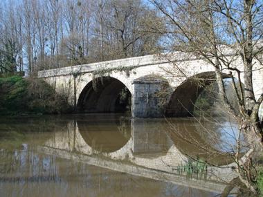 le pont sur le Beuvron.JPEG
