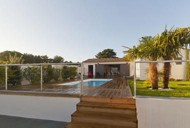 Villa pouzereau - Reglin Delphine - entrée su piscine.jpg