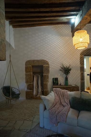 moutiers-sous-chantemerle-chambres-dhotes-bocage-de-la-belle-histoire-chambre1-canape.jpg