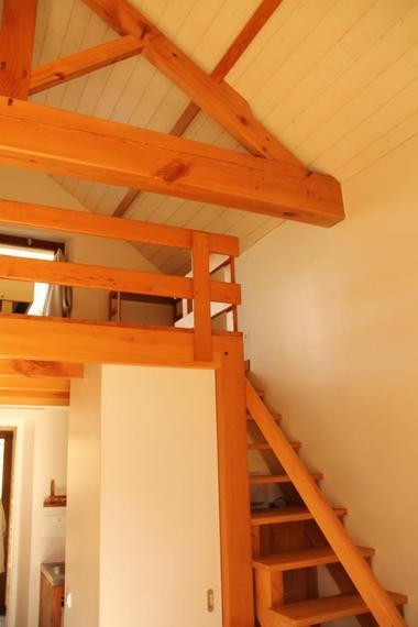 le-pin-les-roches-blanches-le-pavillon-escalier.jpg