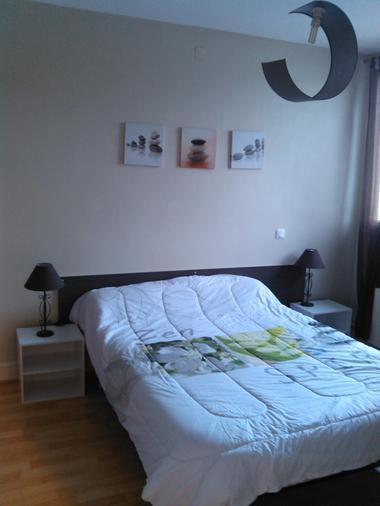 location_la_roche_posay_Porcheron_Christelle_chambre_2_étoiles.jpg