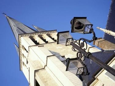 Eglise St Rémi-Vue plongeante sur clocher vrillé