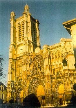 cathédrale coucher soleil © Troyes Champagne Tourisme