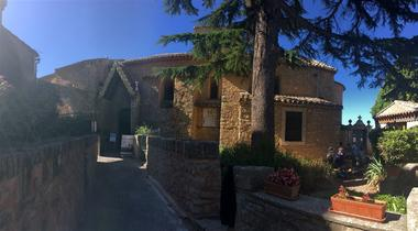 Excursion en minibus - Rennes le Château - Abbaye de Saint Hilaire. Du Maître de Cabestany au trésor de l'abbé Saunière.jpg