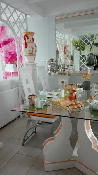 courlay-chambre-chez-rose-petit-dejeuner3.jpg