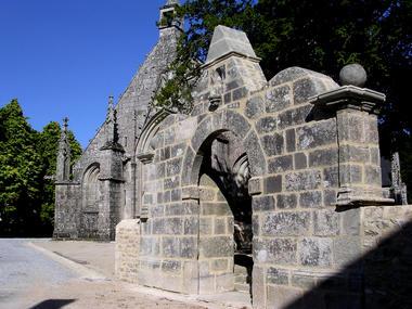 Porche de l'enclos autour de l'église - Langonnet - crédit photo mairie de Langonnet.jpg